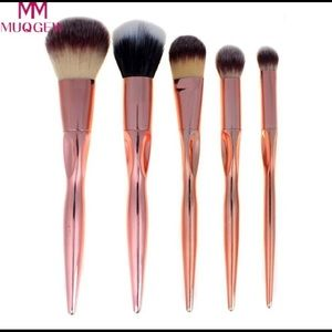 Other - 🔥SALE🔥Brand new 5 piece  brushes